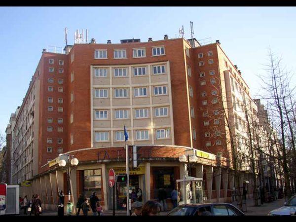 Bureau de poste et immeuble de logement document atlas de l